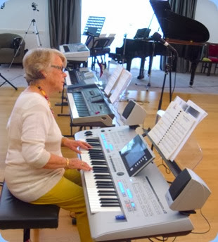 Marlene Forrest playing the Yamaha Tyros 4