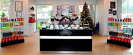 TWININGS TEA BOUTIQUE PARLOUR LONDON SHOP CHRISTMAS Tea seasonal blend Malty Assam Cinnamon Spices Vanilla Chai specialty blends, limited edition Twining's Tea sets, collectibles gifts London Bus, Pillar Box Telephone Earl Grey Tin
