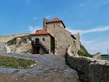 Fortificatii sasesti in Transilvania: cetatea Rupea