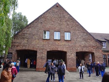 01. Intrarea la Auschwitz.JPG