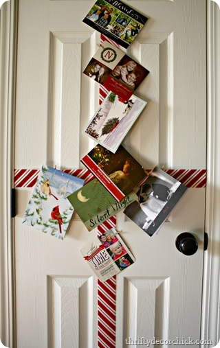 Easy, quick holiday card display from Thrifty Decor Chick