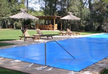 cubierta-piscina-con-pasamanos