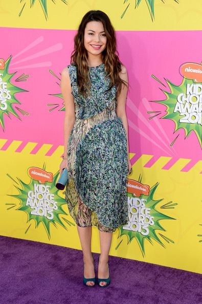 Miranda Cosgrove arrives at Nickelodeons 26th Annual Kids Choice Awards
