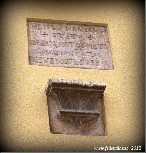 Lapide votiva in Via Capo delle Volte 50, Ferrara, Emilia Romagna, Italia - Votive plaque in Via Capo delle Volte, Ferrara, Emilia Romagna, Italy - Property and Copyrights of www.fedetails.net