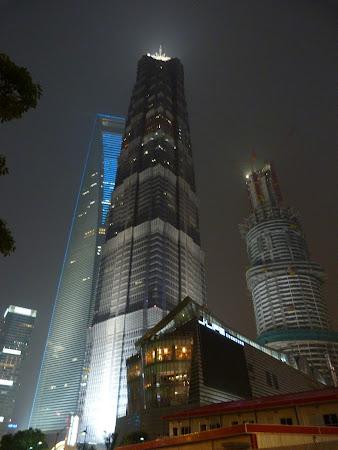 Obiective turistice Shanghai: turnul Jin Mao noaptea