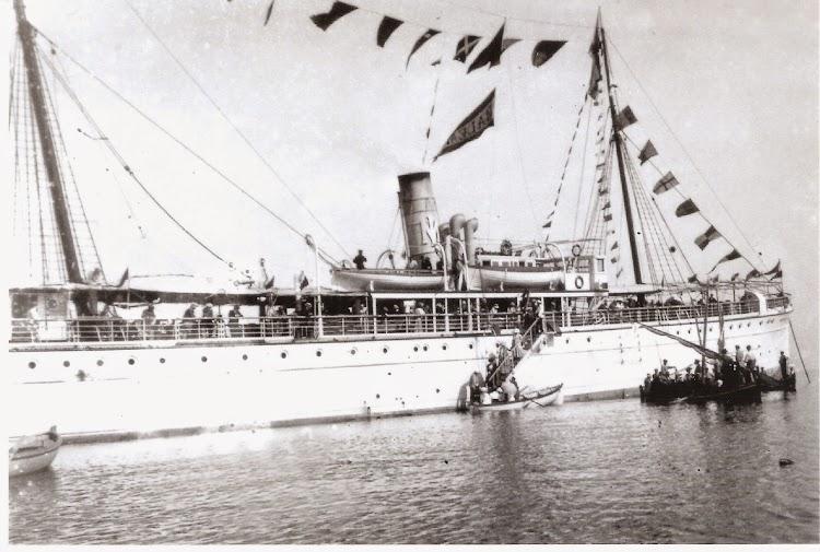 El vapor BALEAR desembarcando a pasaje. Lugar y fecha indeterminados. Colección Jaume Cifre Sanchez.jpg