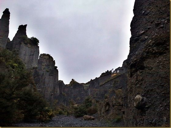 Dimholt road of the dead Pinnacles