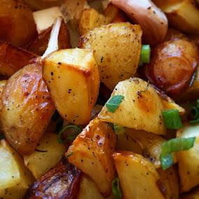 Breakfast @ EATS by Bill      (THECREOS) Davis - Food & Drink Plated Food ( food, breakfast, iphone 6 plus, potatoes, close up,  )