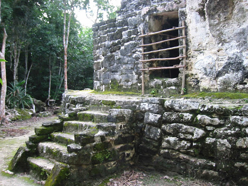 big-house-san-gervasio-Cozumel - With its intact roof, Nohoch Nah is one of the best preserved buildings in San Gervasio, an archaeological site of the pre-Columbian Maya civilization, on the north coast of Cozumel.