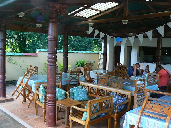 Cazare Sri Lanka: Palm Garden Guesthouse Kandy roof top restaurant.JPG