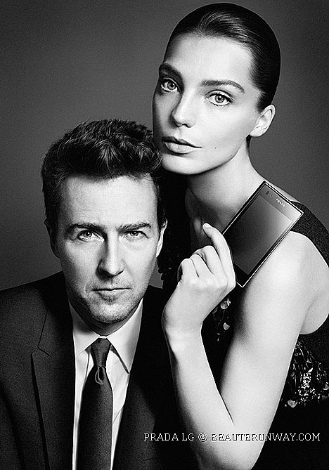 PRADA PHONE BY LG 3.0 EDWARD NORTON AND DARIA WERBOWY 8 megapixel camera  1.0 GHz Dual-Core dual-Channel high-speed surfing