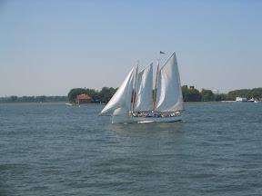 241 - Un velero.jpg