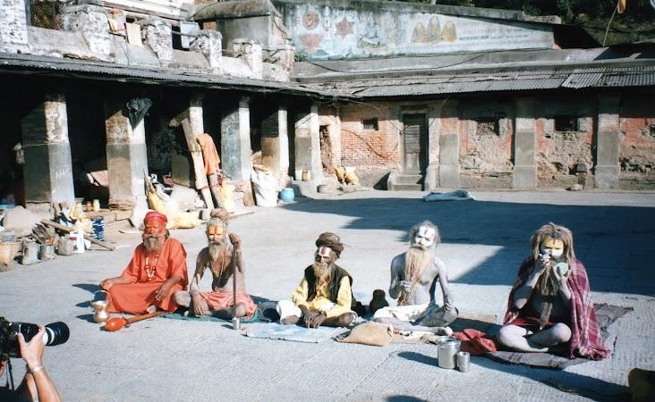 84. sadhu la Pashipatinath.jpg