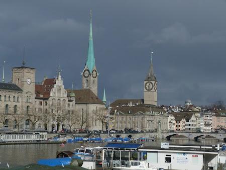 Obiective turistice Zürich: Catedralele de pe malul raului