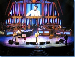9121 Nashville, Tennessee - Grand Ole Opry radio show - Brett Eldredge & accompaniment