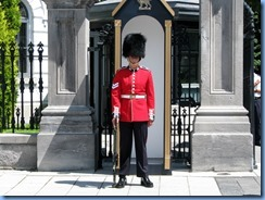 6396 Ottawa 1 Sussex Dr - Rideau Hall - Ceremonial Guard peforming sentry duty