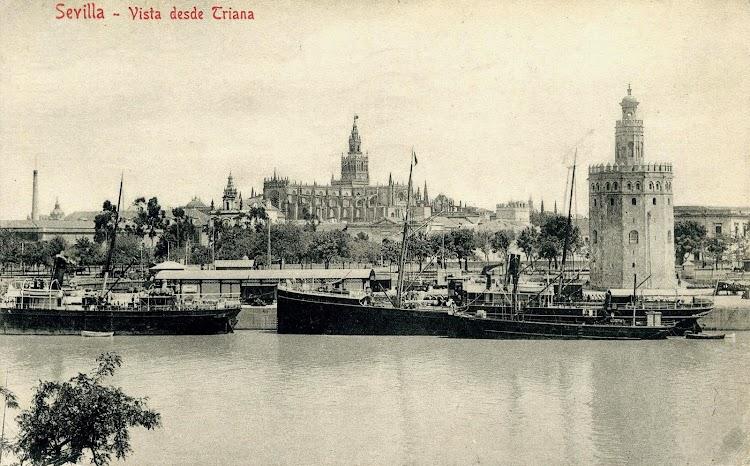 El vapor MANUEL ESPALIU atracado en el puerto de Sevilla frente a la Torre del Oro. Postal.JPG