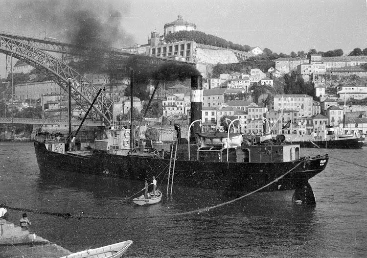 El vapor MARIA en Oporto. Foto cedida por el Sr. Rui Amaro. Nuestro agradecimiento.jpg