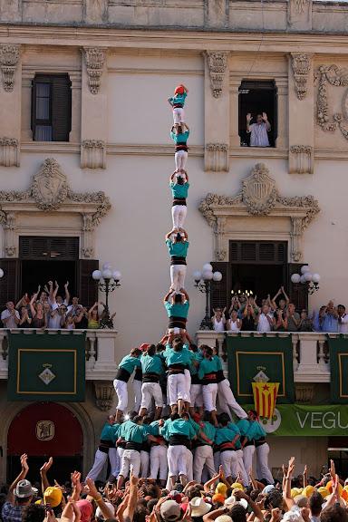 Castellers de Vilafranca, pilar de vuit amb folre i manilles. Diada castellera de Sant Fèlix, festa major de Vilafranca. Vilafranca del Penedès, Alt Penedès, Barcelona