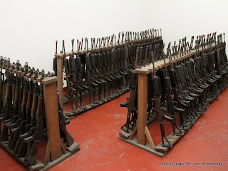 Dans un dépôt d'armes à Kinshasa. Radio Okapi/ Ph. John Bompengo