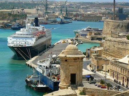 07. Vas de croaziera tras in Malta.JPG