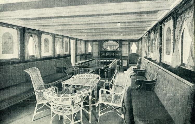 Salón de música del CIUDAD DE CADIZ. Foto del LIBRO DE INFORMACION PARA EL PASAJERO. COMPAÑÍA TRASATLANTICA. AÑO 1919.JPG