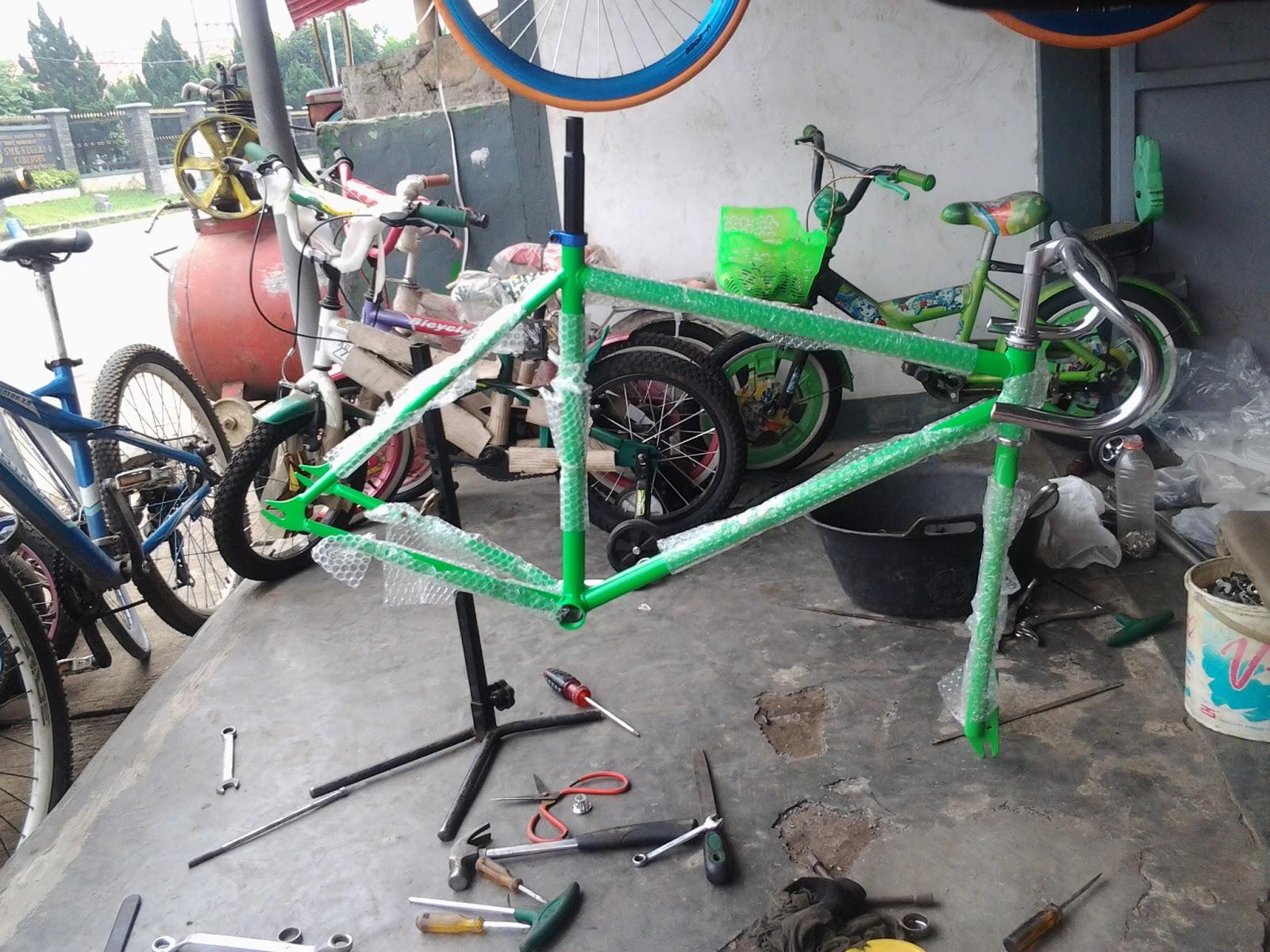 Sepeda Bmx Warna Biru Putih - Sepeda BMX