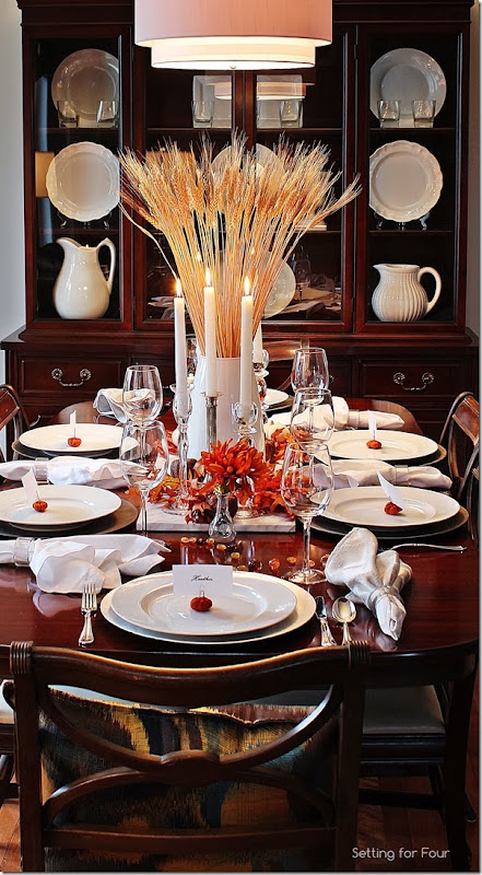 Decorate a table for Thanksgiving