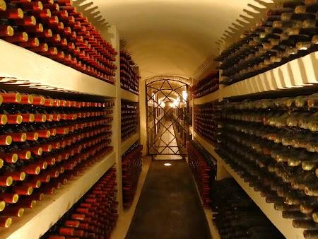 Basarabia - Drumul Vinului: Colectia de vinuri vechi Purcari