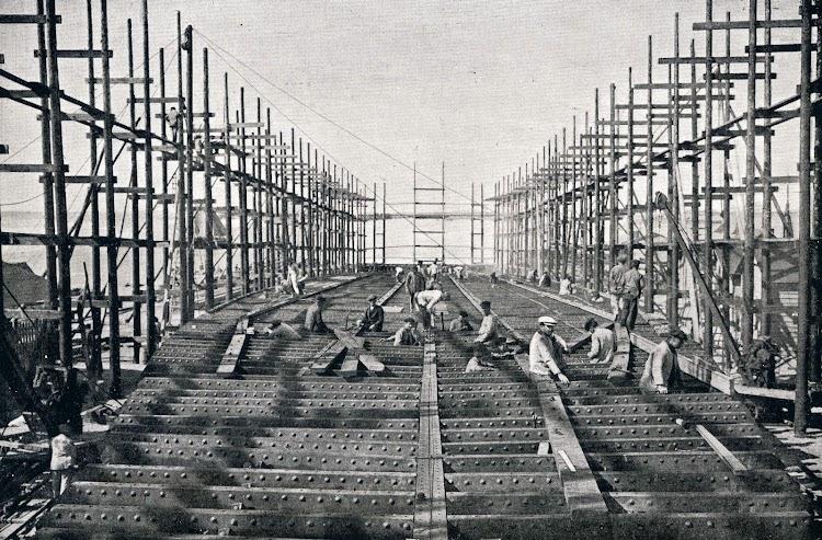 Construcción del casco. Del libro Obras. S.E. de C.N. Año1916.JPG