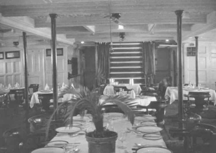 Salon Comedor del buque. De la pagina web mhbland.com.jpg