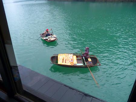 Imagini Halong Bay: vanzatoare plutitoare