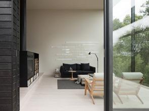 revestimiento-fachada-madera-negra