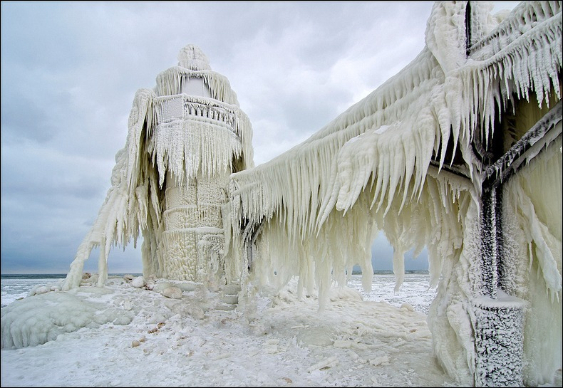 frozen-lighthouses-5