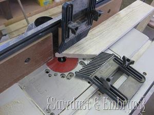 Building a Crown Shelf Tutorial {Sawdust and Embryos}