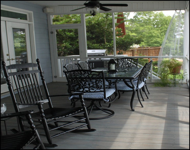 screened porch upper dining 2