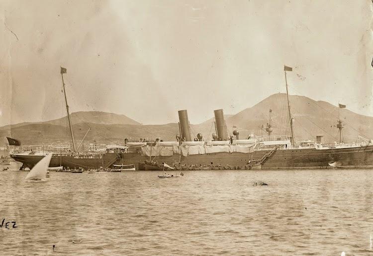 El ALFONSO XII, carboneando en el Puerto de la Luz. Viaje Real a Canarias. Archivo FEDAC.jpg