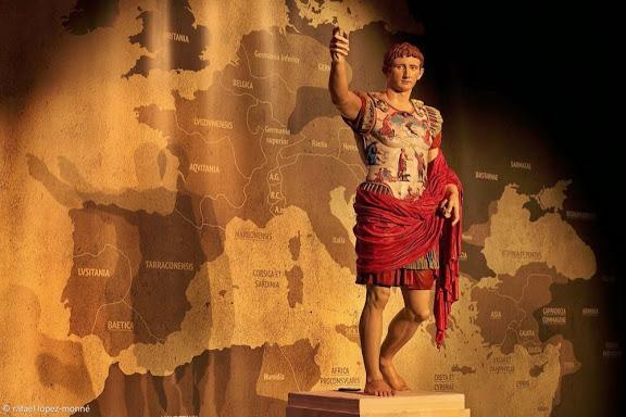Hipótesis de  policromia de l'estàtua d'August de Prima Porta.MV Arte.TARRACO VIVA, el festival romà de Tarragona. XVIa edició. Tarragona, Tarragonès, Tarragona