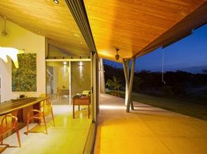 cubierta y columnas de diseño moderno