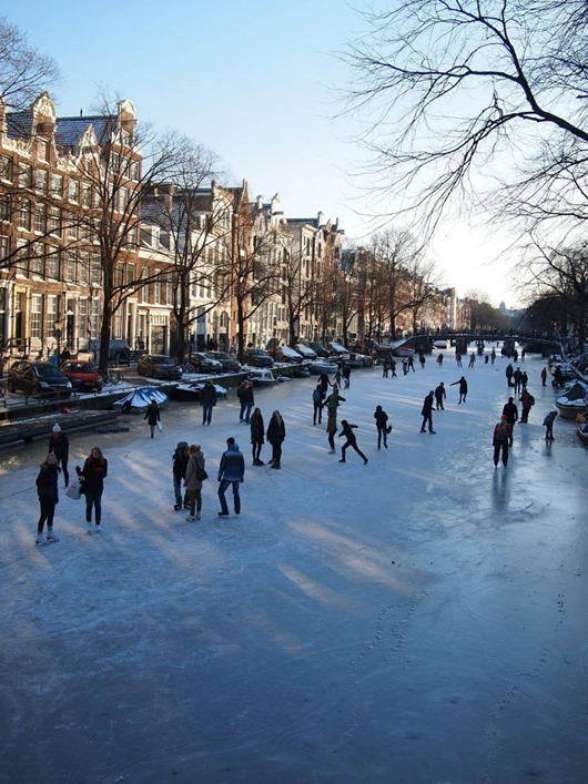 ice-skating-amsterdam-frozen-canals-netherlands-holland-1
