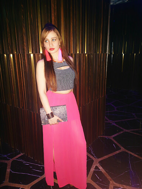 Peek-a-boo Forever 21 Crop Top , Coral H&M Maxi Skirt