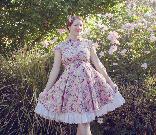 Maternity style in a reproduction 50's tea rose dress | Lavender & Twill