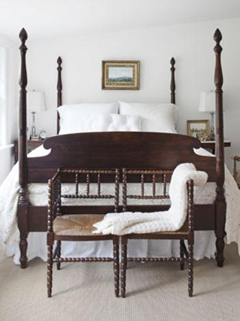 Country-Farmhouse-DIY-mahogany-and-white-master-bedroom-0112-mdn