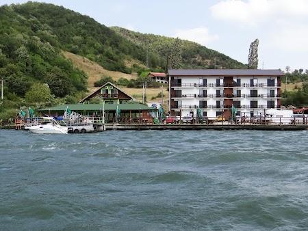 Croaziera pe Dunare:. Pensiunea Danubia