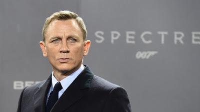 Cảnh hôn hít ở phim James Bond bị cắt bỏ