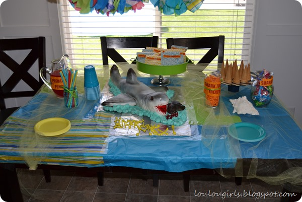 Shark-party-table-3