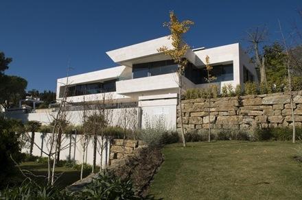 fachada-vivienda-unifamiliar-A-cero-marbella_thumb[2]