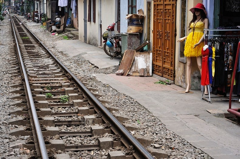 hanoi-train-track-18