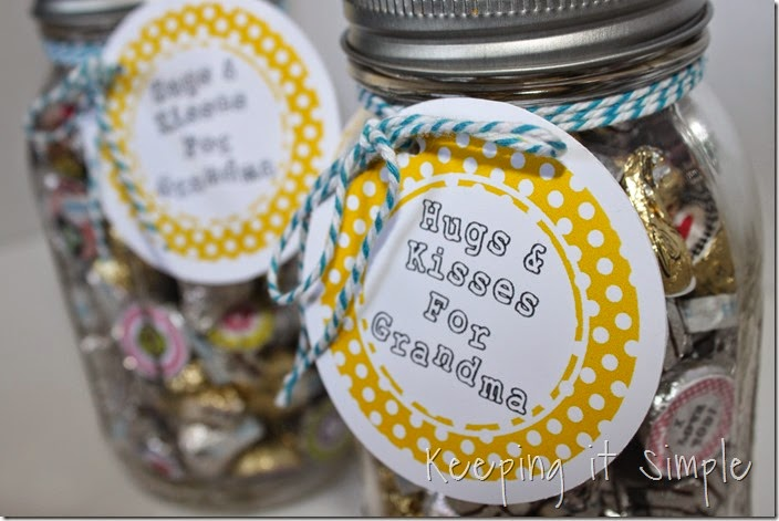 Mother's-Day-Idea-Hugs-and-kisses-jar #freeprintable (17)