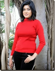 Actress Oviya @ Madha Yaanai Koottam Press Meet Photos